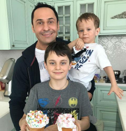 Стас Костюшкин с сыновьями