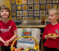 Стихи от Лизы и Гарри и розовый кулич от Вагана: звезды с детьми отмечают Пасху