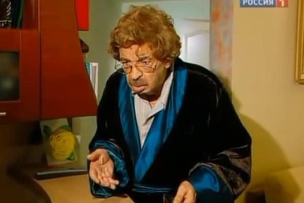 В последнем выпуске передачи Илью Олейникова озвучивал другой актер