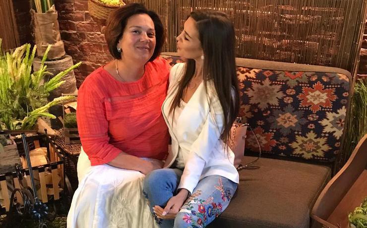 Мама Бузовых поддерживает дочерей