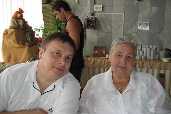 Андрей Разин уговорил Валентину Михайловну представиться его бабушкой