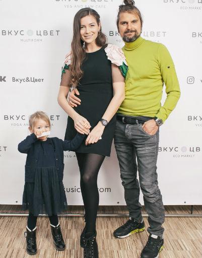 Алена Злобина с семьей - муж Роман и дочь Саломия