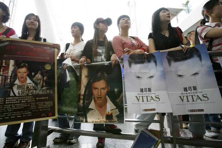 Особенно полюбили певца в Китае