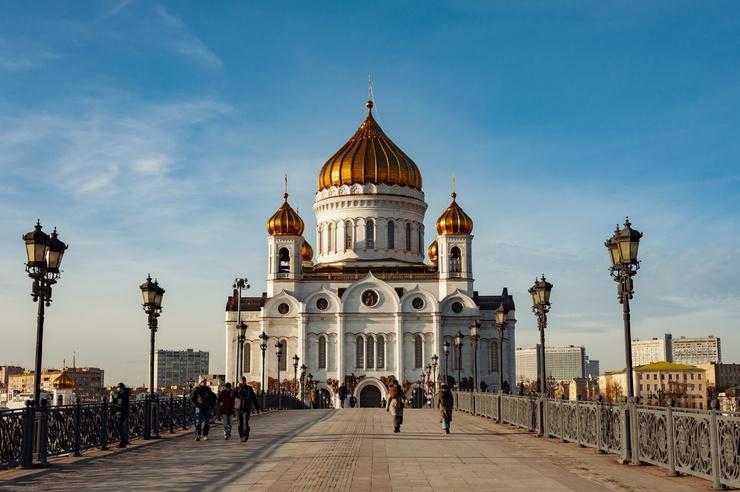 Лужков стал инициатором строительства и реставрации Храма Христа Спасителя