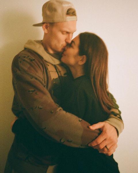 Анна Седокова с мужем Янисом