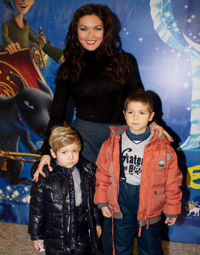 Актриса Юлия Такшина с сыновьями
