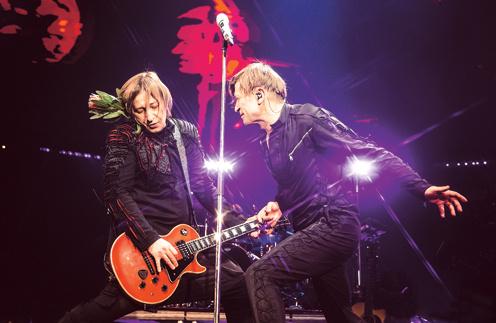 Группа стала знаменитой после выхода фильма «Брат-2», в котором прозвучала песня «Полковнику никто не пишет»