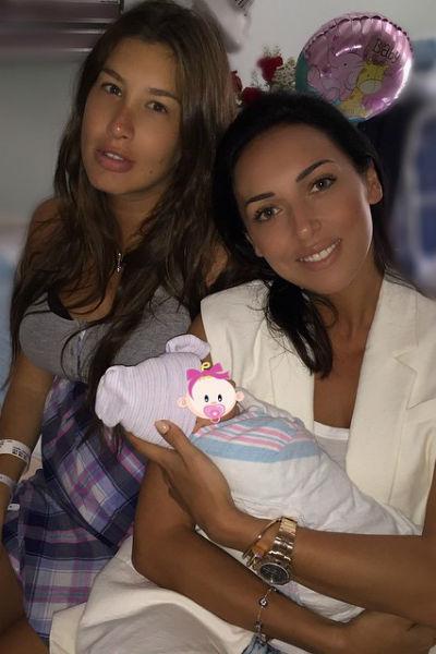 Алсу привезла новорожденной Оливии подарки