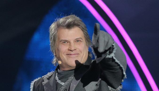 Алексей Глызин спел женским голосом, чтобы его не узнали в шоу «Маска»