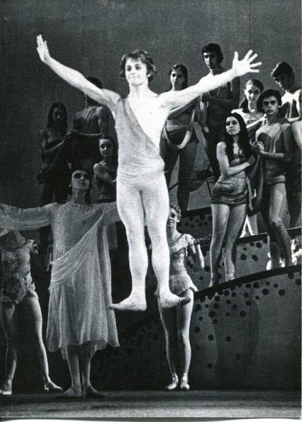 Михаил Барышников в роли Адама в балете «Сотворение мира»