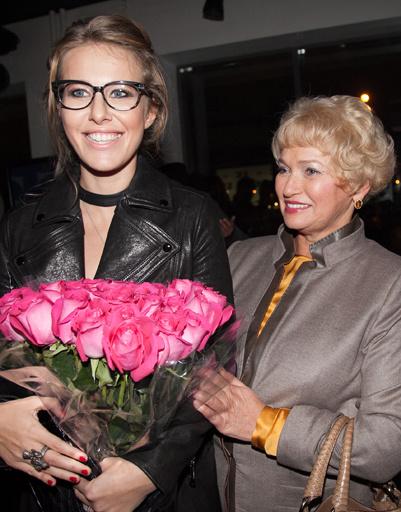 Поздравить дочь с новым витком карьеры пришла мама, Людмила Нарусова