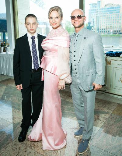 Наталья Тюльпанова с сыном Владиславом и Дмитрий Хрусталев
