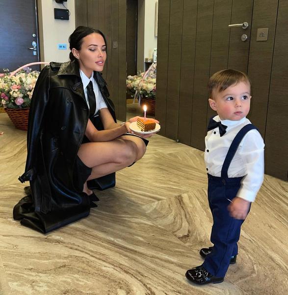 Ратмир поздравил маму с днем рождения