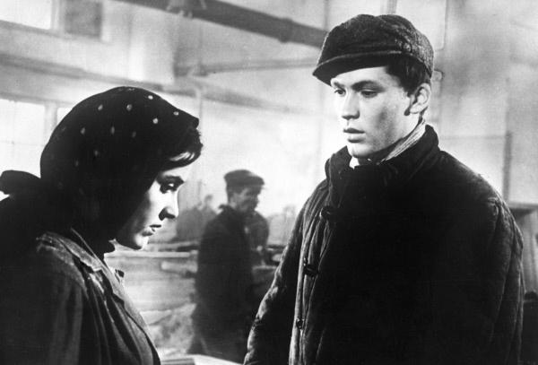 В финале фильма «Тучи над Борском» героиню Инны Олю Рыжкову пытались распять сектанты