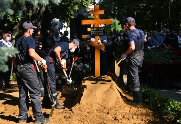 Похороны мэтра завершились в 16:30