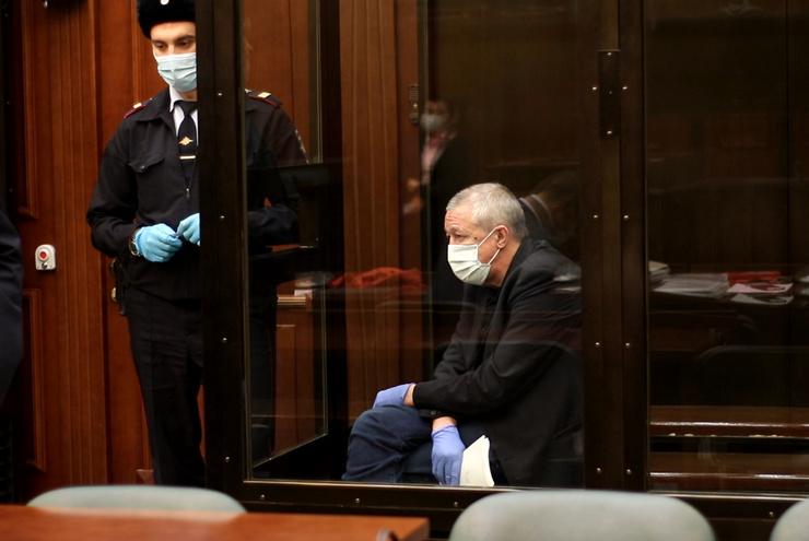 Ефремов находится под арестом больше года, с декабря отбывает наказание в колонии общего режима.