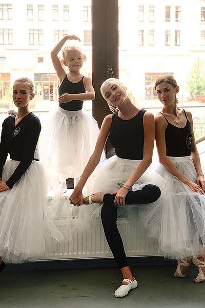 Алиса уговорила пройти балетный мастер-класс даже маму