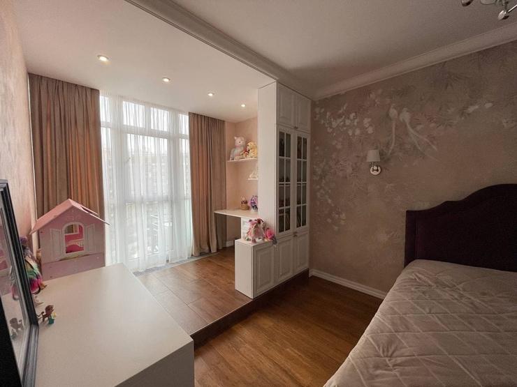 У дочери артиста своя просторная комната, обставленная почти по-взрослому