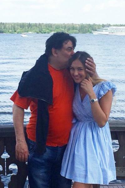 После развода отец забрал дочь