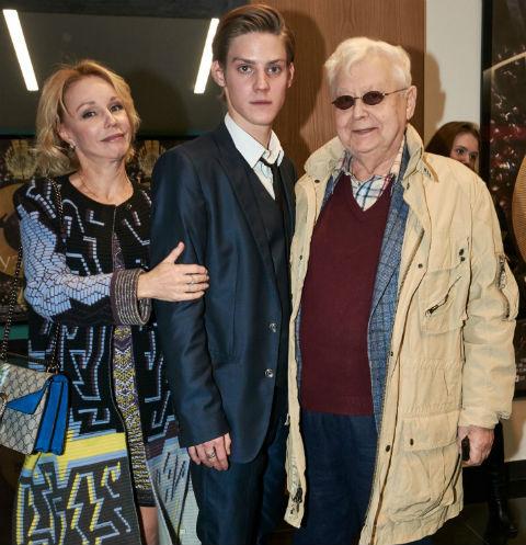 За 23 года совместной жизни с актрисой Мариной Зудиной у Табакова родилось двое детей – сын Павел и дочь Мария