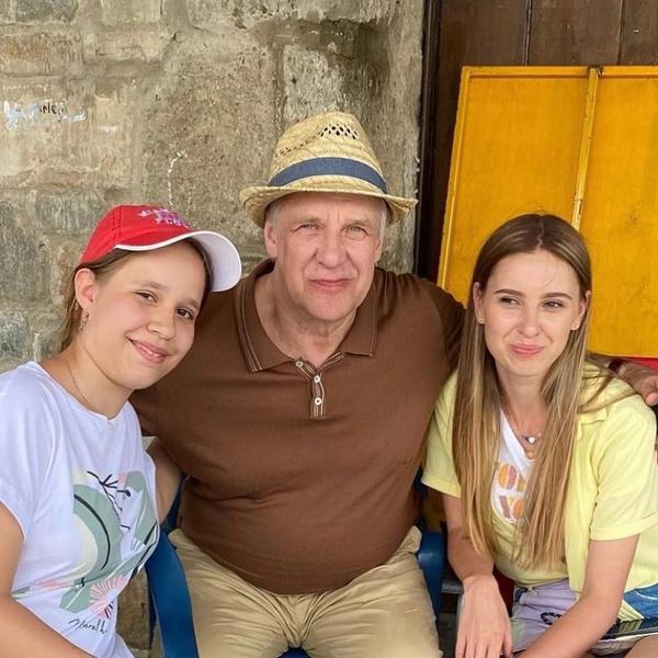 Александр Феклистов и Марина Сердешнюк не отказываются фотографироваться с поклонниками