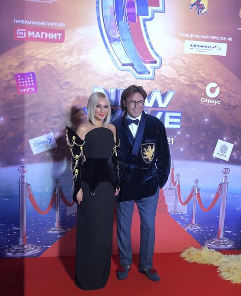 Лера Кудрявцева и Андрей Малахов украсили ковровую дорожку