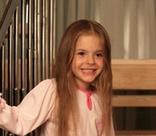 Розовые волосы и карьера в TikTok: Женя из сериала «Сваты» выросла и изменилась