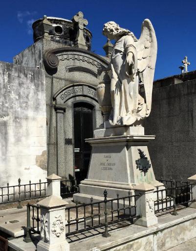 Екатерина посетила известное кладбище Реколету