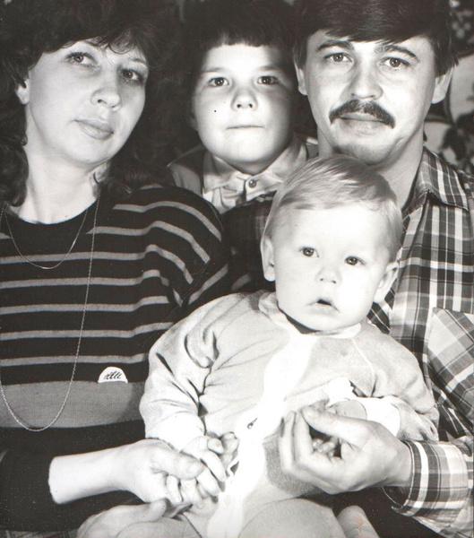 Дмитрий Бикбаев с семьей