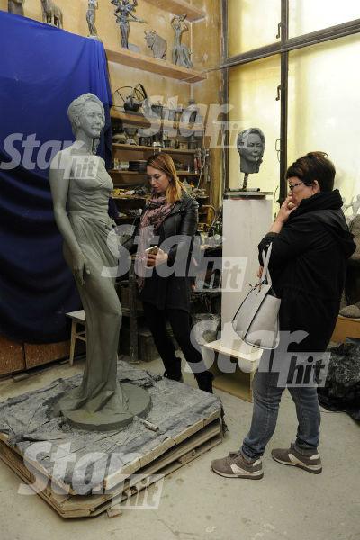 Семья певицы одобрила черновой вариант скульптуры