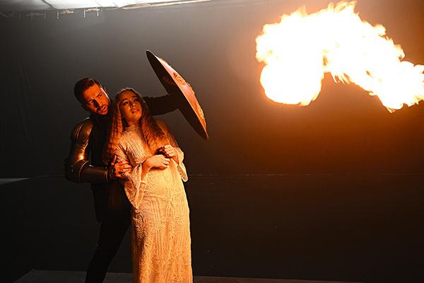 Роли повзрослевших рыцаря и принцессы исполнили сам Сергей Лазарев и Елена Арутюнова