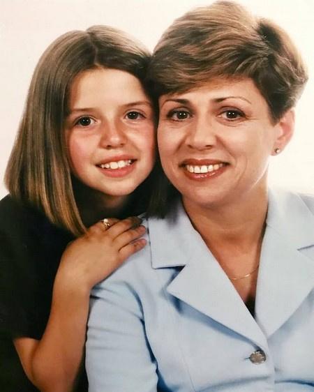 Ирина Роднина с дочерью в детстве