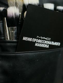 """Одну из предоставляемых услуг можно выбрать из """"Меню профессионального макияжа"""""""