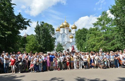 Жители Ярославля с восторгом приветствовали Валентину Терешкову