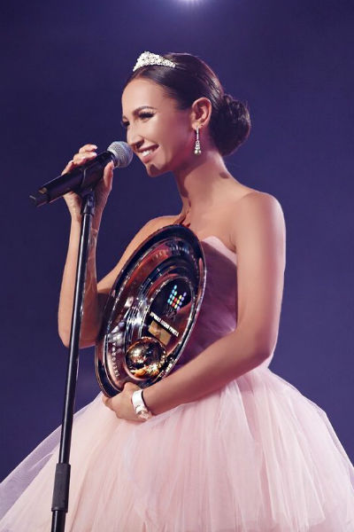 Знаменитая песня Бузовой не только покорила все хит-парады, но еще и принесла ей несколько престижных премий