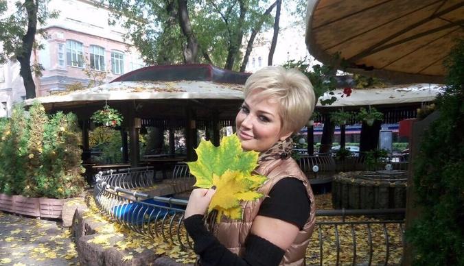 Мария Максакова прокатилась на метро в дерзком мини