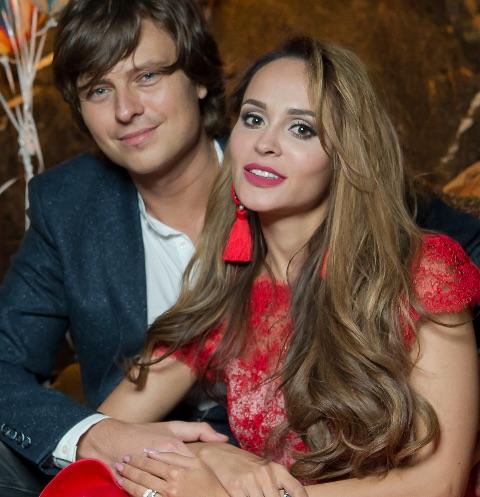 Прохор Шаляпин и Анна Калашникова спели дуэтом в знак примирения. ВИДЕО