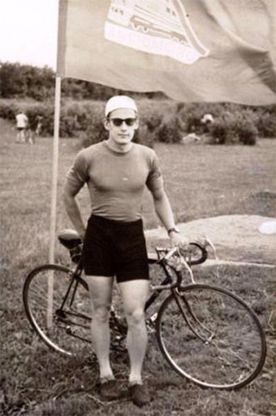 «Я занялся велоспортом. Причем очень серьезно. Довольно быстро стал мастером спорта, участвовал в выступлениях сборной страны», — рассказывал Чумак