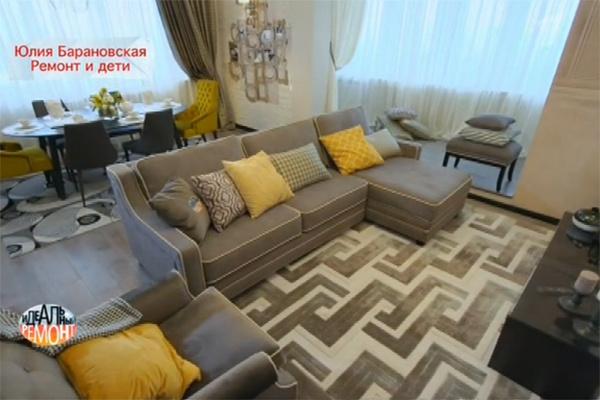 Необычная ковровая пара на полу - из шерсти и акрила, она имеет нежную фактуру и стильный монохромный дизайн