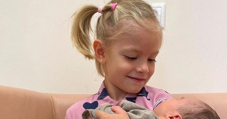 Видео дня: дочь Тимати познакомилась с братом