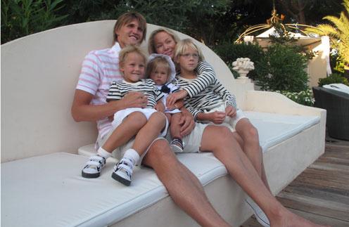 Андрей и Мария с детьми