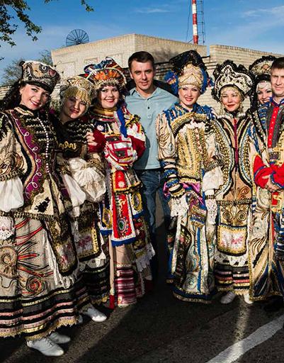 Игорь Петренко с местными артистами