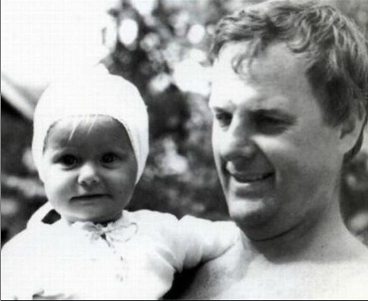 Маленькая Ксения со знаменитым отцом