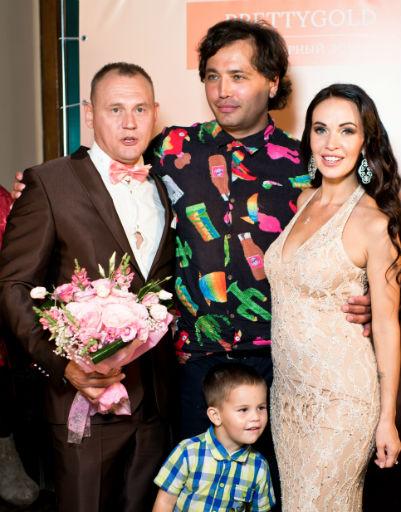 Рустам Солнцев стал ведущим на свадьбе друга
