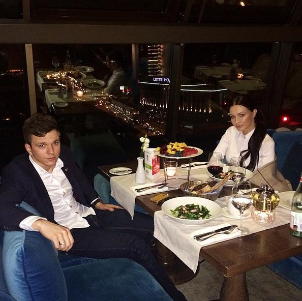 Пара отметила праздник в ресторане
