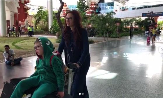 Пару дней назад Эвелина с сыном улетели на Бали