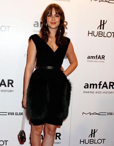 Звезда сериала «Сплетница» Лейтон Мистер выбрала для вечеринки изысканное коктейльное платье