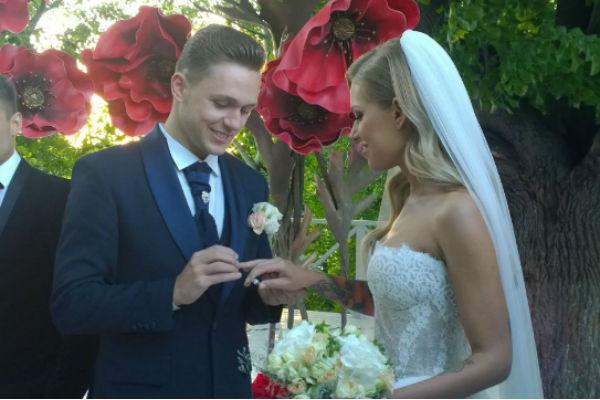 Влад и Рита произнесли клятвы, а затем обменялись кольцами