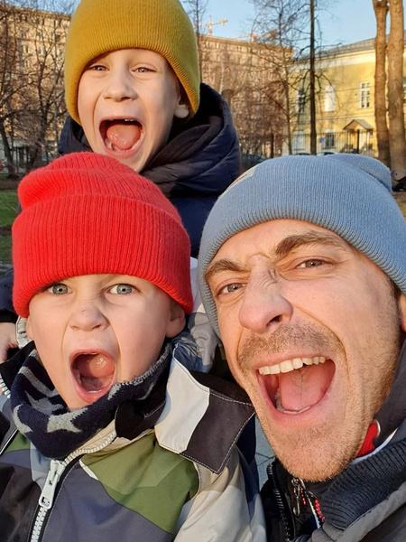 У актера двое сыновей — 3-летний Степан и 7-летний Тихон