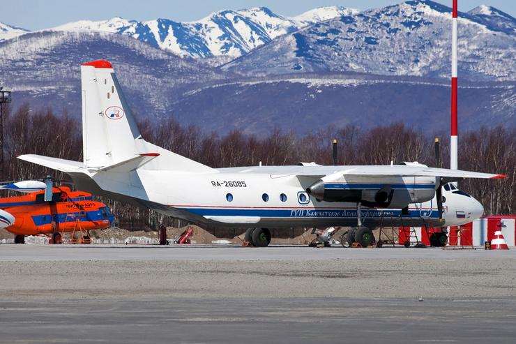 Пассажирский самолет упал недалеко от села Палана